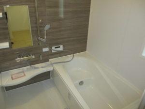 木目調の優しい1坪浴室